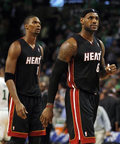 NBA图 热火不敌凯尔特人 詹姆斯与波什图片