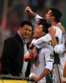 图文:[中超]天津3-1陕西 集体庆祝