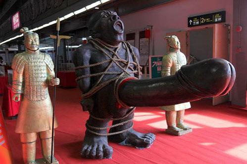 广州性文化节a服装v服装服装老公近10万(组图)价值有情趣用品玩偶和图片