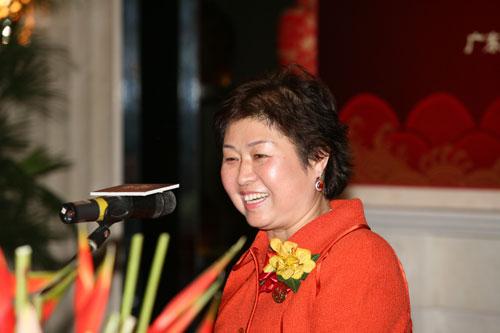 2006年风云人物玖龙纸业董事长张茵风云接力(陈文笔摄影)
