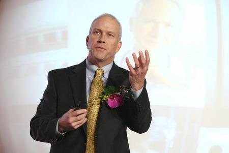 """日立数据系统公司(HDS)首席执行官Jack Domme在""""2010日立数据存储科技峰会""""上致辞"""