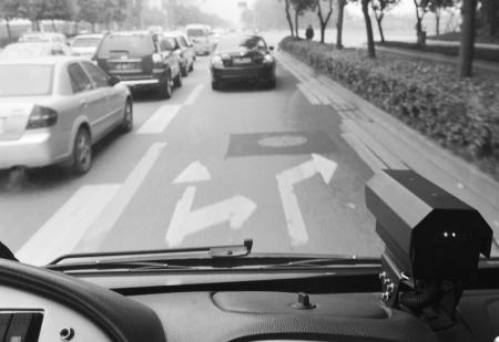 公交电子眼抓拍社会车辆占道