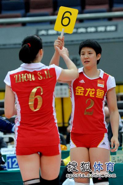 图文:中国女排3-0多米尼加 张磊替换周苏红