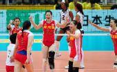 图文:中国女排3-0多米尼加 中国队庆祝得分