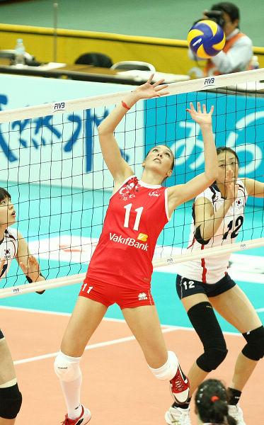 图文:韩国女排3 2险胜土耳其
