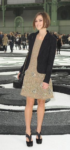 针织裙:凯拉-奈特莉