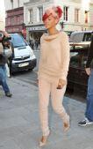 套头衫:蕾哈娜