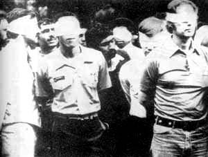 伊朗学生冲进美国驻伊使馆,扣押美国驻伊使馆人员作为人质。