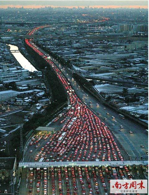 圣诞和新年假期之后,东京交通堵塞。CFP/图