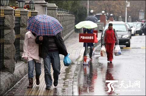 昨天降温降雨同袭乌鲁木齐