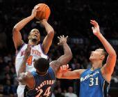 图文:[NBA]奇才负尼克斯 阿联协防