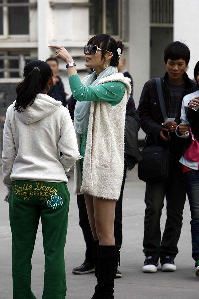 美女球迷短裙皮靴致命诱惑
