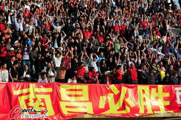 图文:[中超]南昌VS长沙 热情的球迷