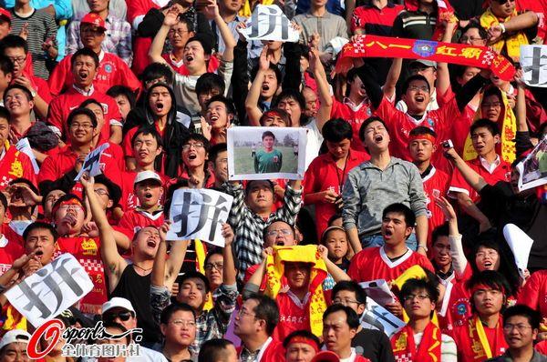 图文:[中超]南昌VS长沙 球迷标语
