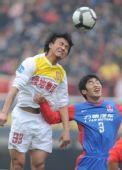 图文:[中超]陕西2-2重庆 毛剑卿狮子甩头