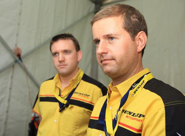 邓禄普轮胎工程师-潘格(左)和保罗(右)