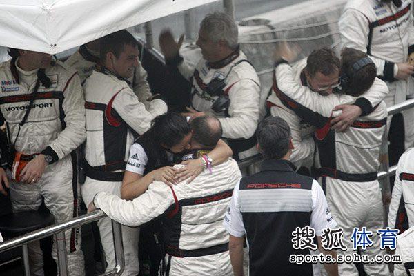 图文:勒芒洲际赛珠海站正赛 相拥庆祝