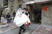 图文:建业肖智大婚 肖智抱起新娘