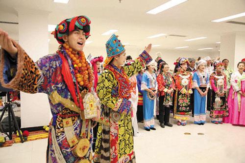 参加演员集体排练演唱56个民族大团结