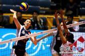 图文:中国女排3-0秘鲁 薛明准备扣球