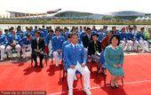 图文:韩国代表团出席升旗仪式 代表团合影