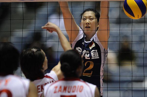 图文:中国女排3-0秘鲁 薛明拦网特写