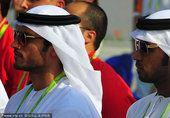 图文:阿联酋代表团举行升旗仪式 男运动员