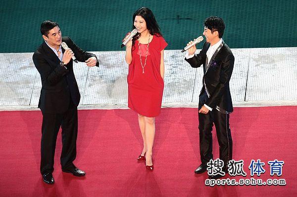 吴大维与另两位主持人