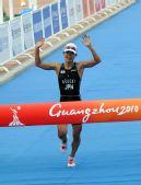 图文:铁三女子个人日本选手夺冠 向终点冲刺