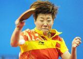 图文:乒球女团第三轮中国胜日本 郭焱用尽全力