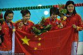 图文:游泳女子4X100混合接力 中国选手摘金