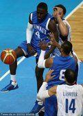 图文:亚运会男篮比赛 菲律宾76-69科威特(2)