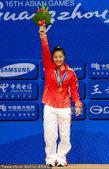 图文:举重女子53公斤决赛 李萍破纪录夺冠