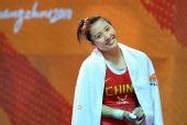 图文:李萍破世界纪录喜不自禁 灿烂笑容对镜头