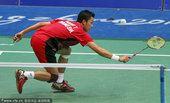 图文:羽毛球男子团体半决赛 比赛中的陶菲克