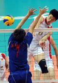图文:男排预赛中国胜中华台北 梁春龙扣球