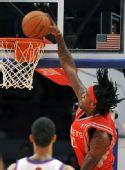 图文:[NBA]火箭战尼克斯 犀利哥暴扣