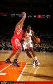 图文:[NBA]火箭战尼克斯 小斯急速突破