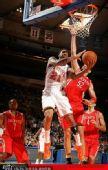 图文:[NBA]火箭战尼克斯 米勒跳起封盖