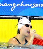 图文:女子200米蝶泳焦刘洋夺冠 赛后庆祝特写