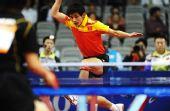 图文:乒球男团中国晋级决赛 张继科跨步进攻