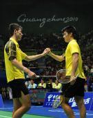 图文:羽球男团决赛中国VS韩国 蔡赟傅海峰击掌