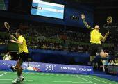 图文:羽球男团决赛中国VS韩国 傅海峰高高跃起