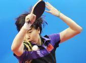 图文:乒球中国女团晋级决赛 李晓霞已尽全力