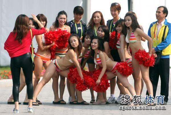 组图:亚运沙滩排球比赛开战