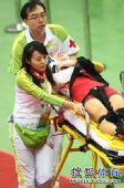 图文:女子记分赛撞车事故惨烈 工作人员很尽心