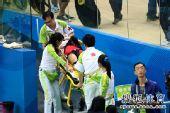 图文:女子记分赛撞车事故惨烈 立即送往医院