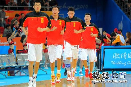 图文:中国男篮迎来亚运首战 王治郅等人在热身
