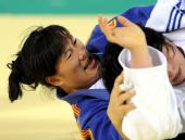 图文:女柔无差别级刘欢缘夺冠 全力与对手缠斗