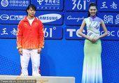 图文:女子举重63公斤级颁奖仪式 陈爱婵摘铜